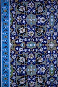 Detail van het tegelwerk in het Safavidische Heiligdom van Sjeik Safa al-Din (foto: flickr/Australians Studying Abroad)